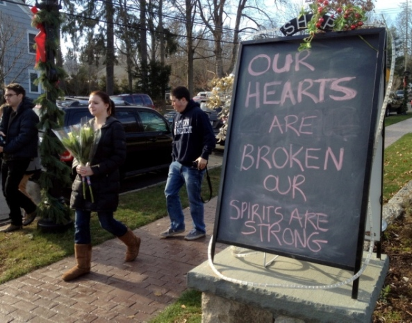 Pierre-Ethier-people-mourn-newtown-conn